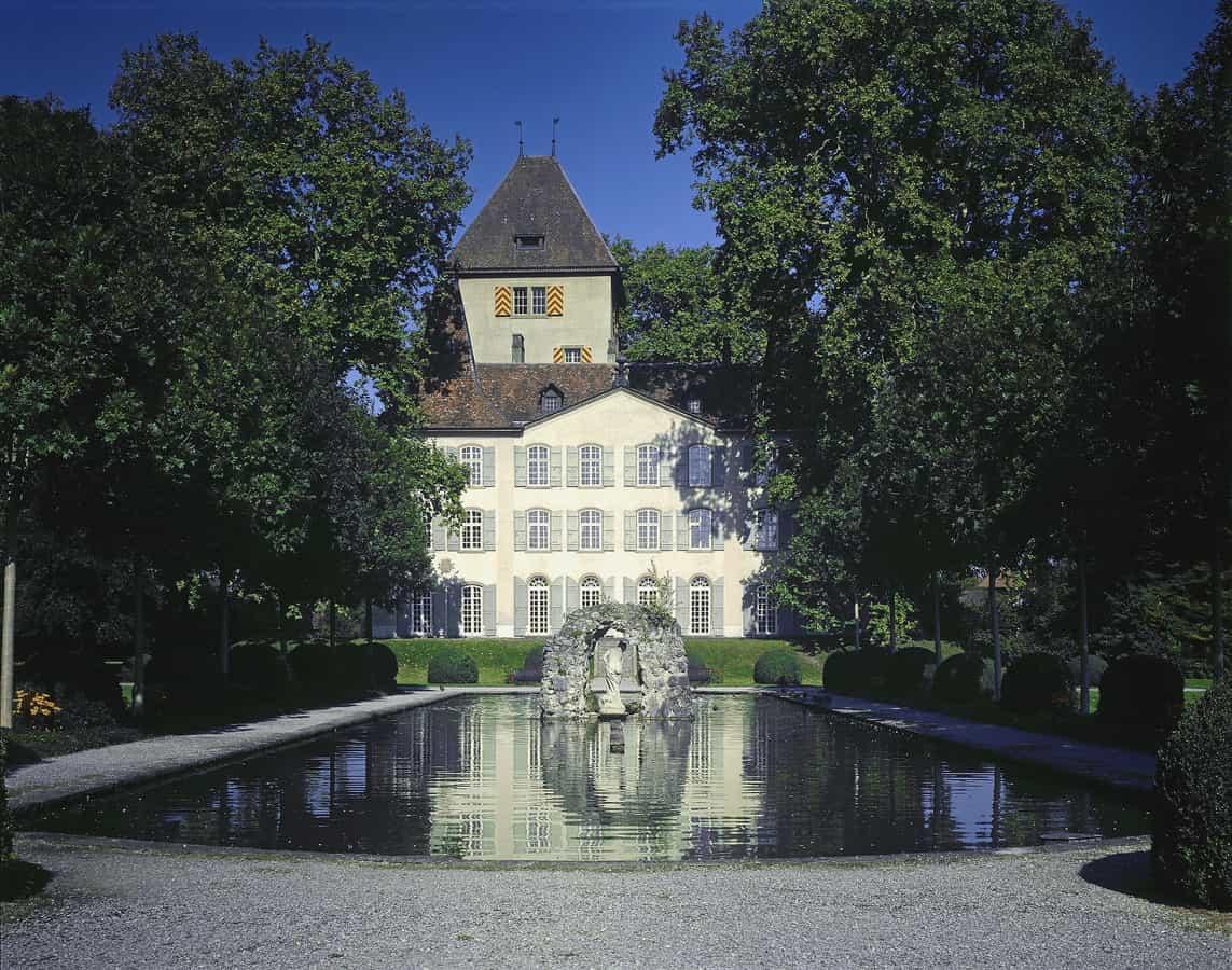 Schloss Jegenstorf von Süden.