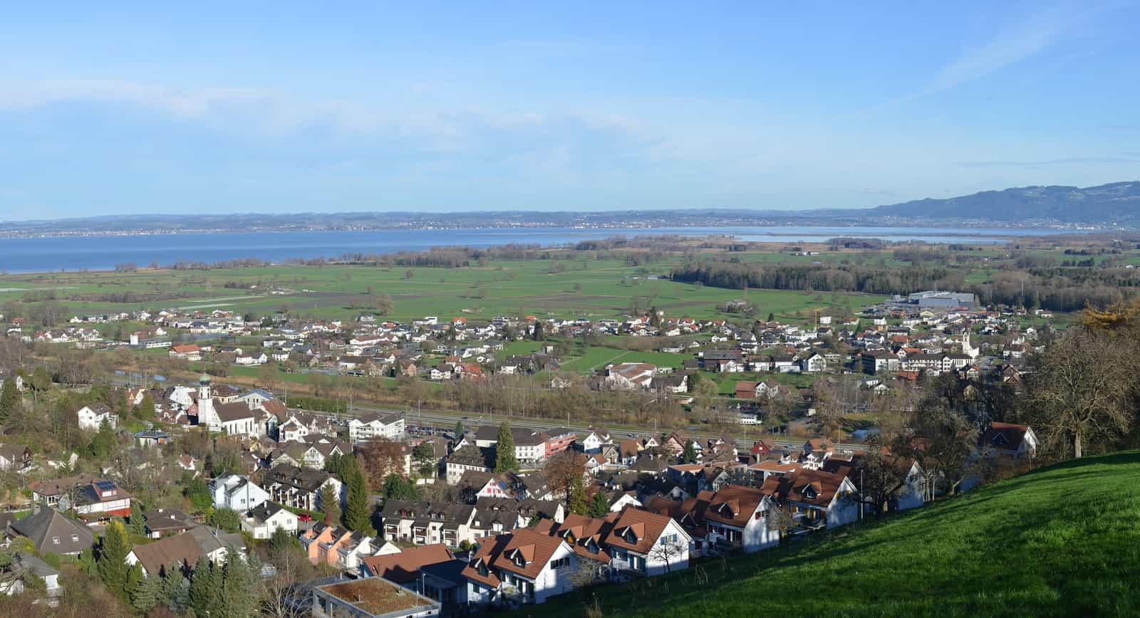 Rheineck mit Autobahn, Gaißau und Bodensee