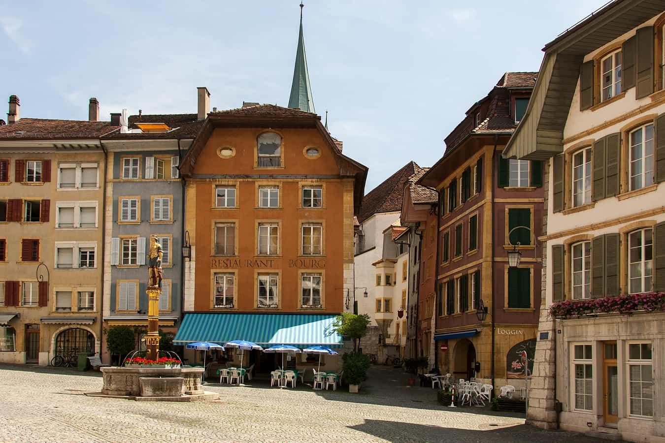 Burgplatz mit Gerechtigkeitsbrunnen in der Mitte