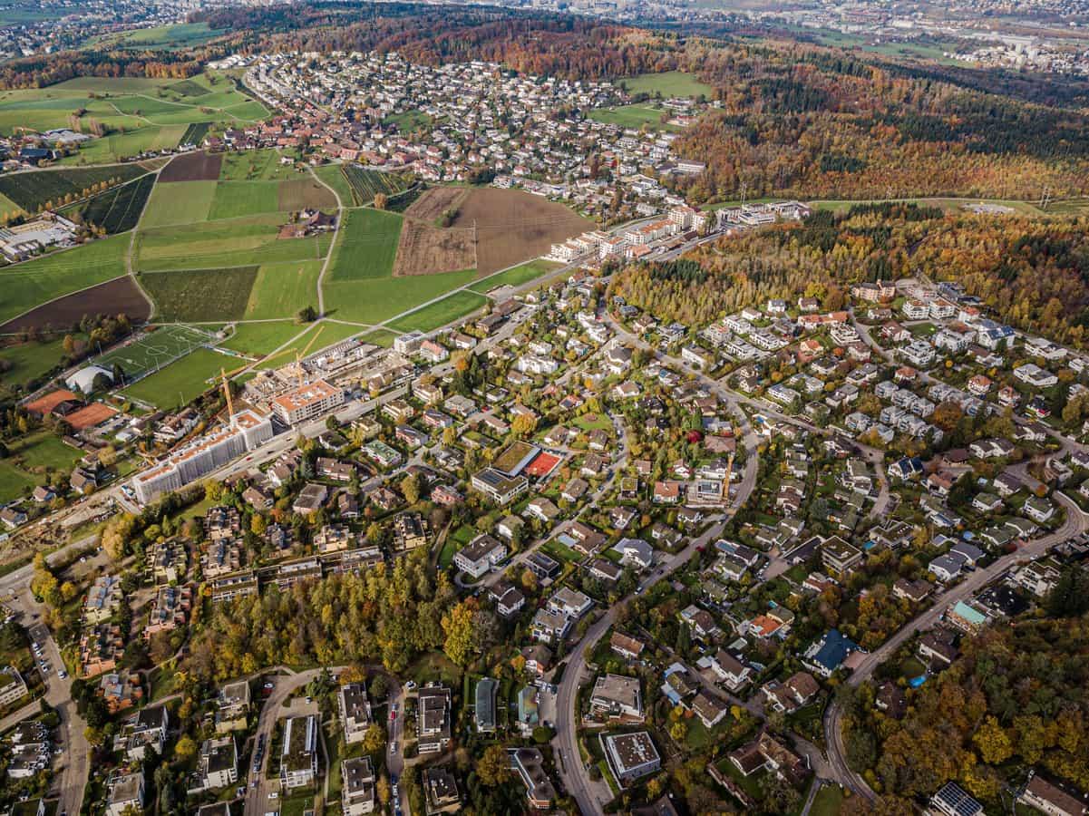 Uitikon-Waldegg, zweigeteilt durch die Birmensdorferstrasse