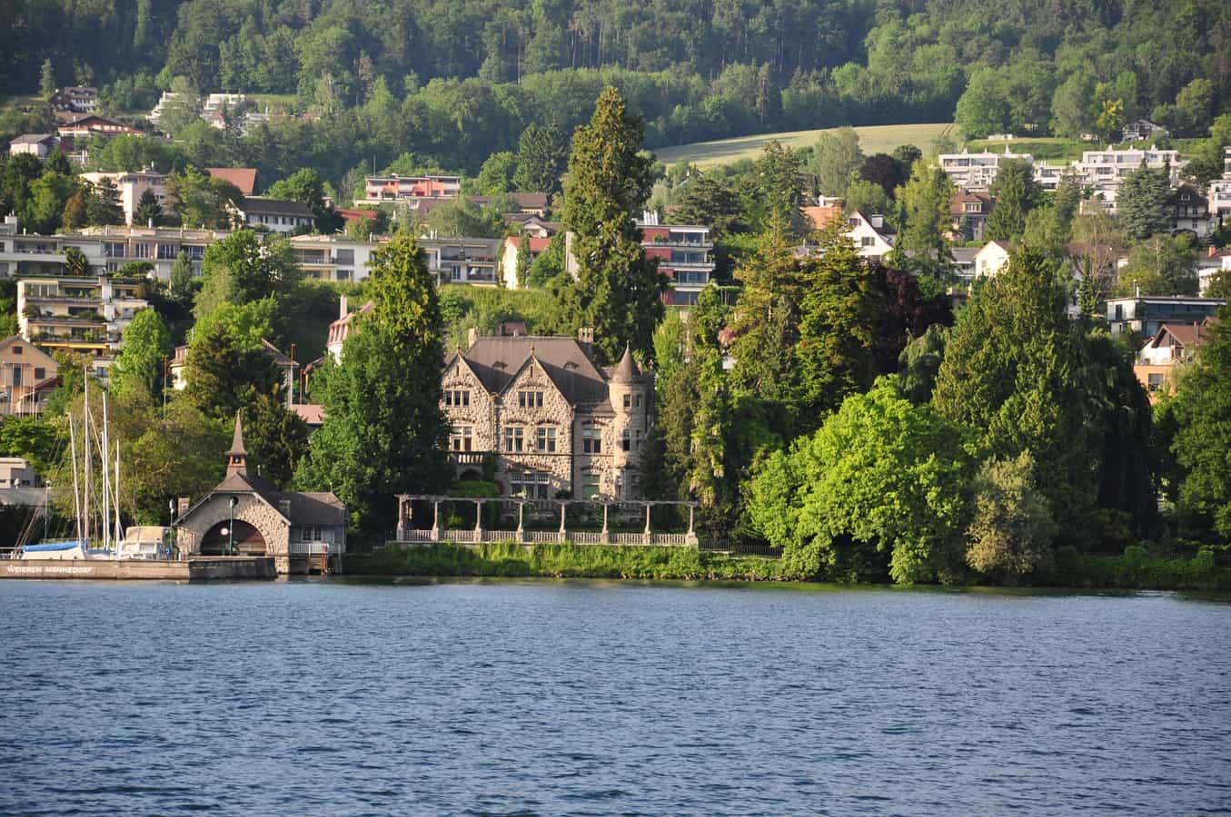 Die Villa Alma mit Bootshaus und Park, ursprünglich für die Fabrikanten der Gerberei.
