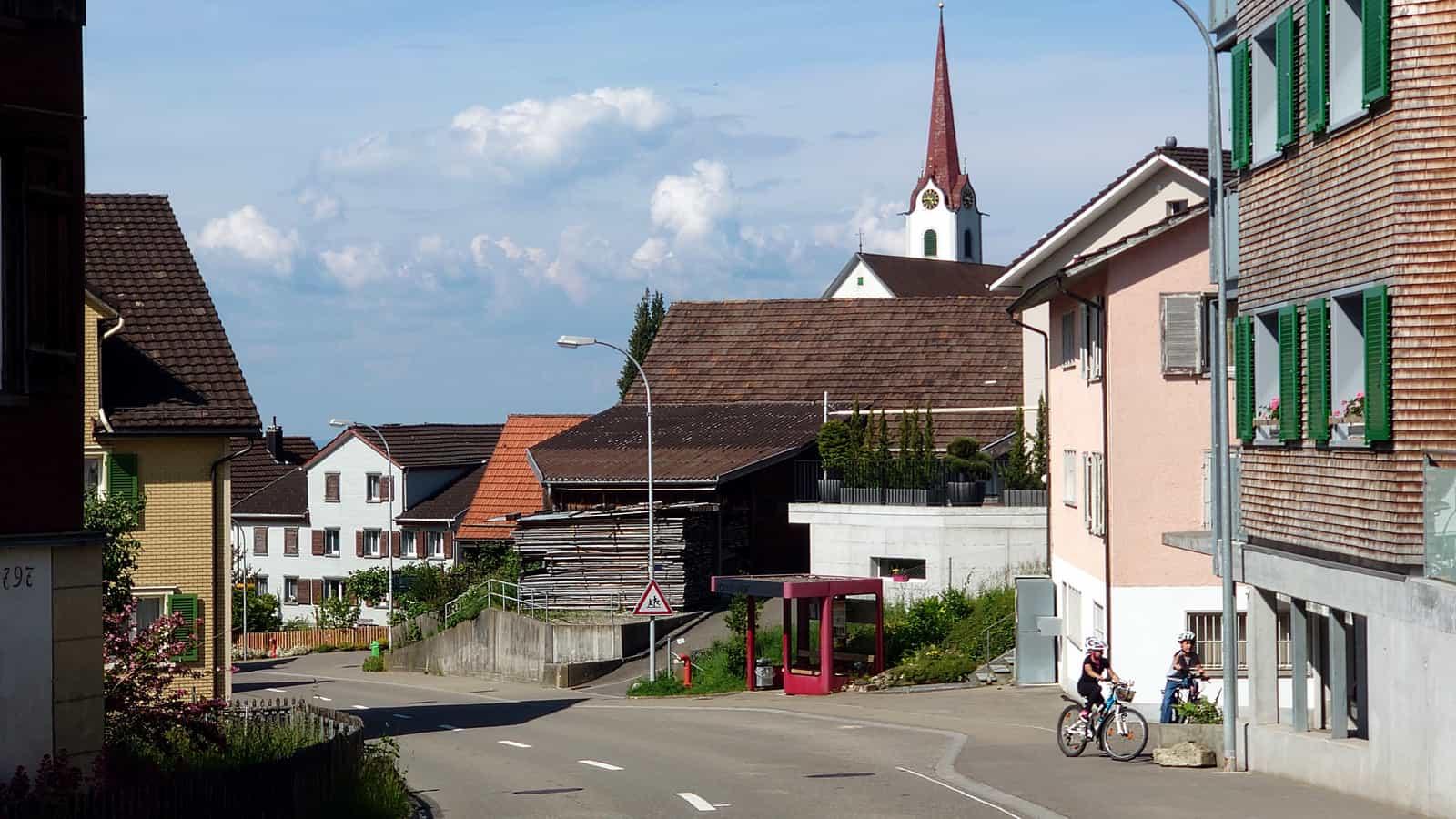 Untereggen Vorderhof mit Kirche