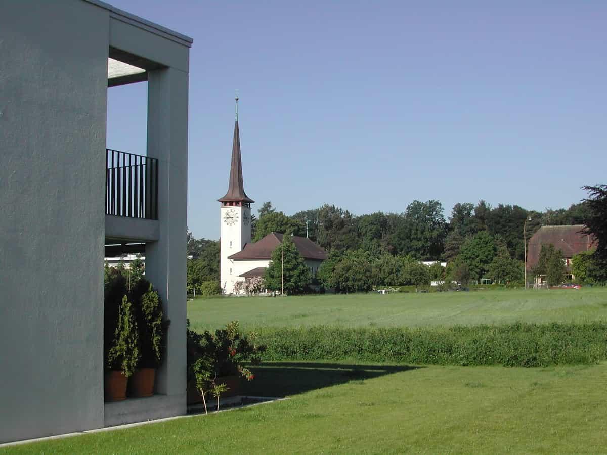 Blick in Richtung Kirche und Gemeindeverwaltung