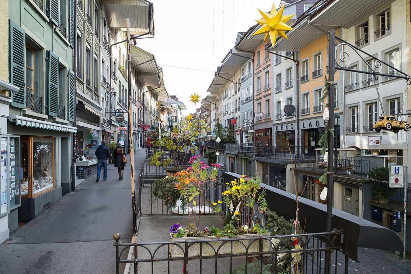 Obere Hauptgasse mit Hochtrottoirs in Thun