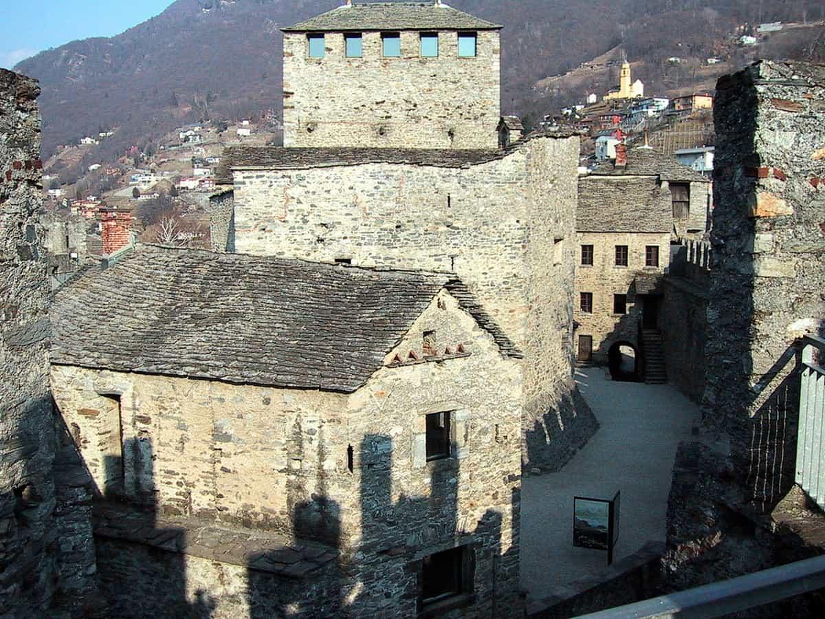 Kernanlage der grossen Befestigungsanlage Montebello oberhalb von Bellinzona
