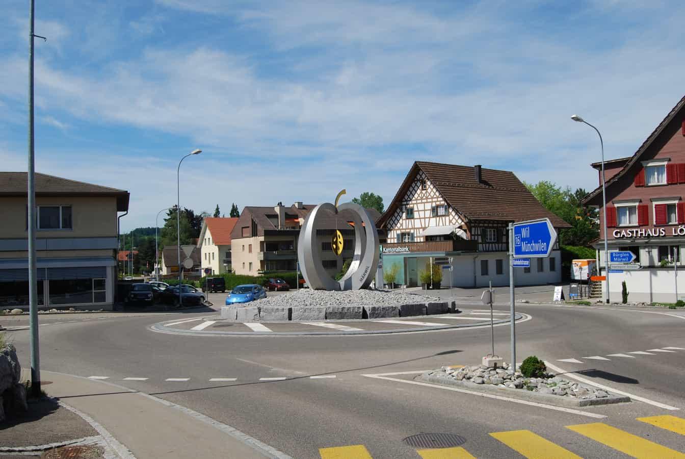 Verkehrskreisel im Dorfzentrum