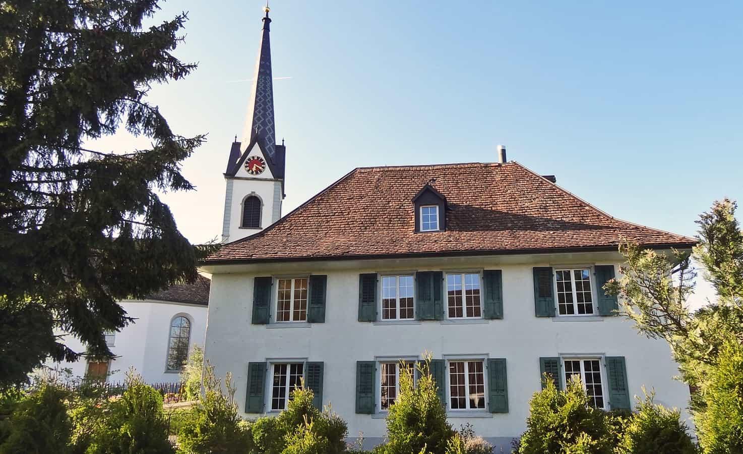 Reformierte Kirche Langrickenbach mit ehemaligem Pfarrhaus