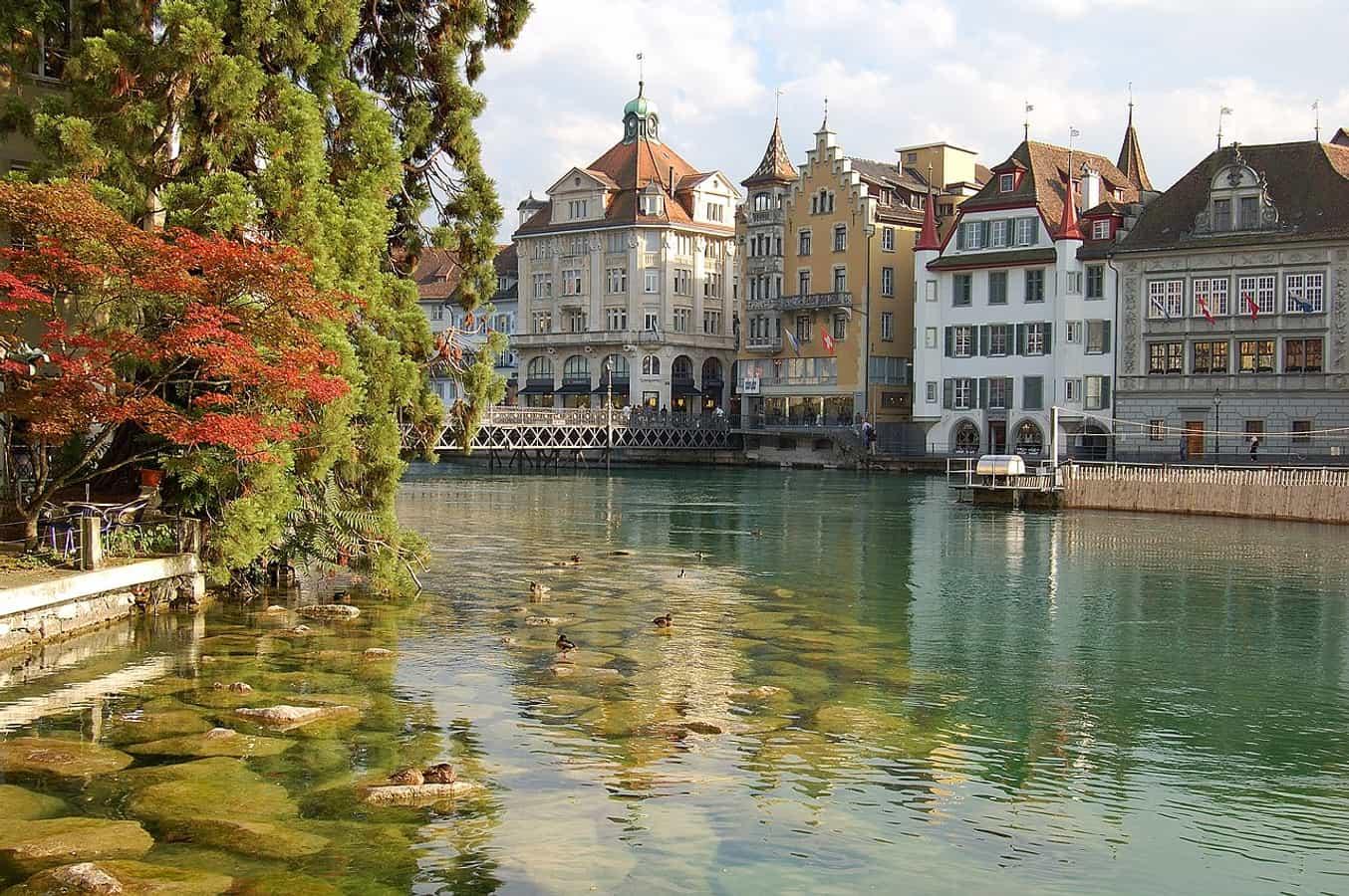 Altstadt von Luzern mit Blick auf den Fluss Reuss