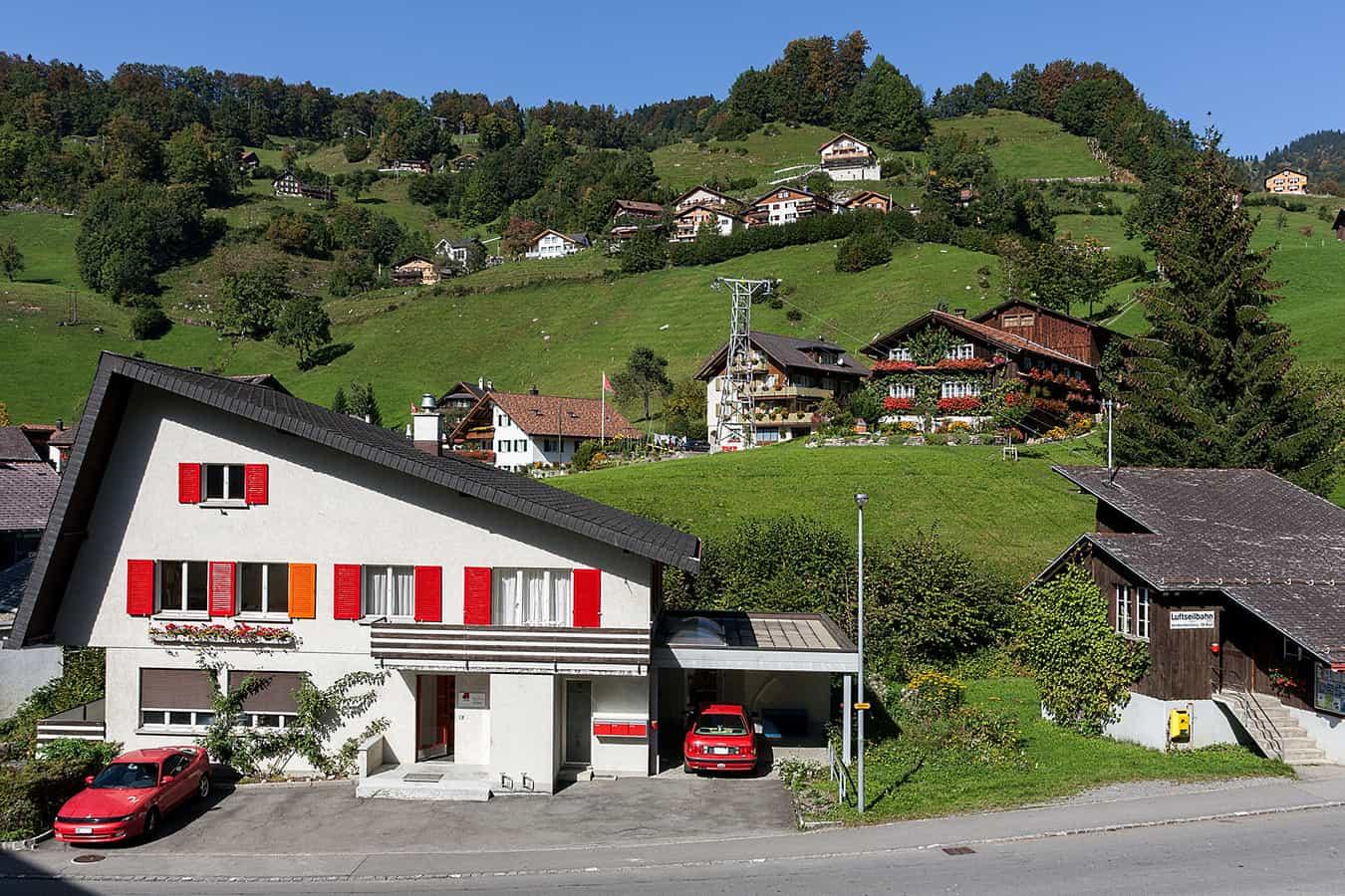 Talstation der Luftseilbahn Vorderoberberg-St. Karl in Illgau (SZ)