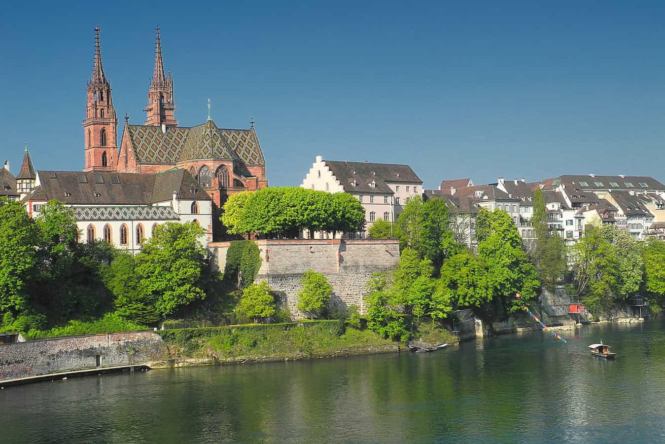 Das Basler Münster bildet zusammen mit seiner Pfalz das historische Zentrum der Stadt am Rheinknie