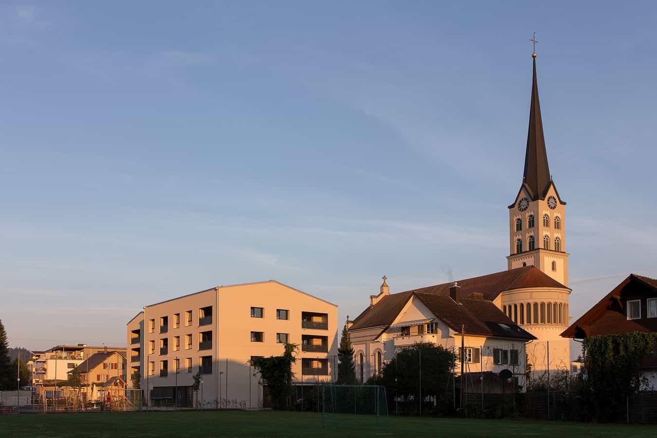 Pfarrhof und Pfarrkirche