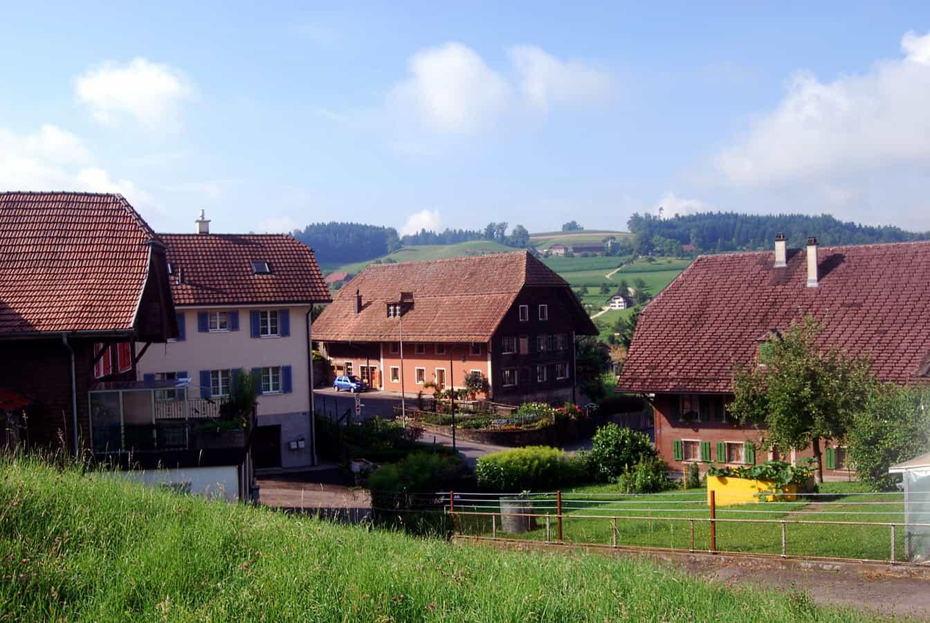 Bauernhäuser im Dorfzentrum von Grossdietwil
