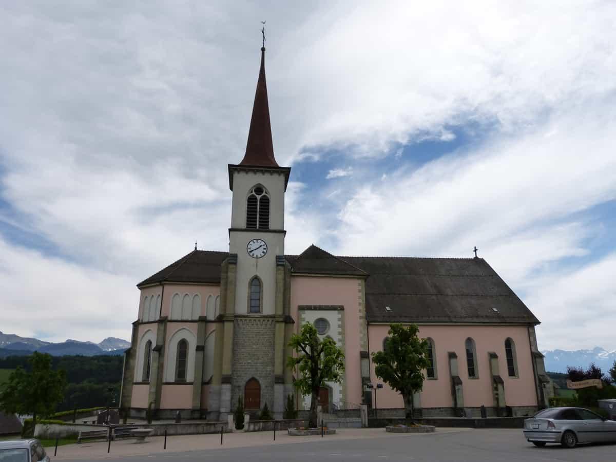 Vue de l'église catholique de Saint-Martin.