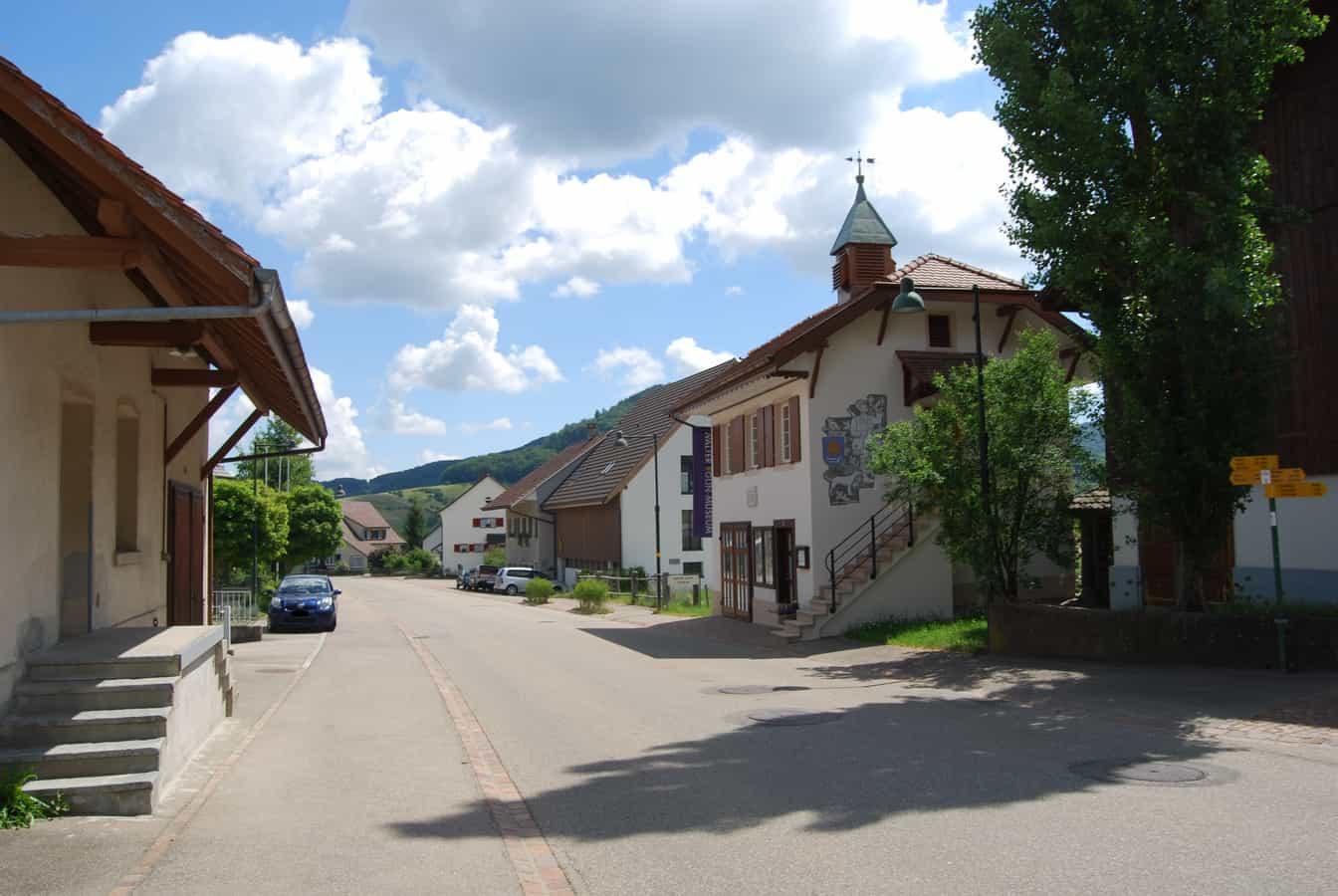 Känerkinden im Dorf