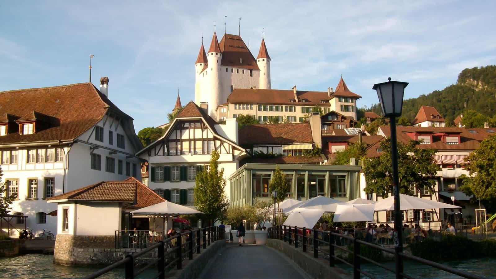 Schloss mit Altstadt von Thun